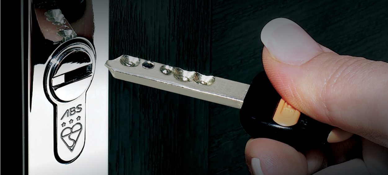 Changing locks: what makes it a must for new tenants and homeowners?
